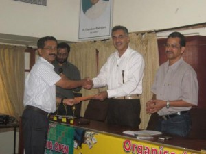 1272528948 36 - jacky fernandes, goa seen receiving the eighth place prize