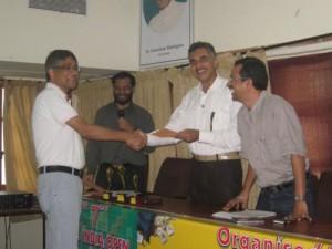 1272528948 38 - sanjoy gupta, bengaluru seen receiving the sixth place prize